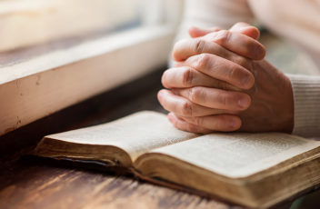 pray-2-home-hands-book-bible-prayer-irs.in.ua
